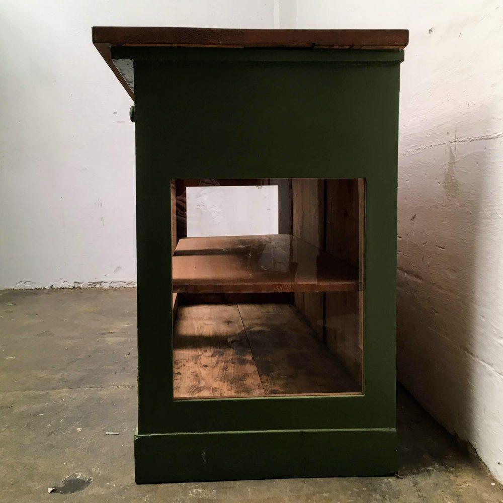 Groene winkelkast met glas
