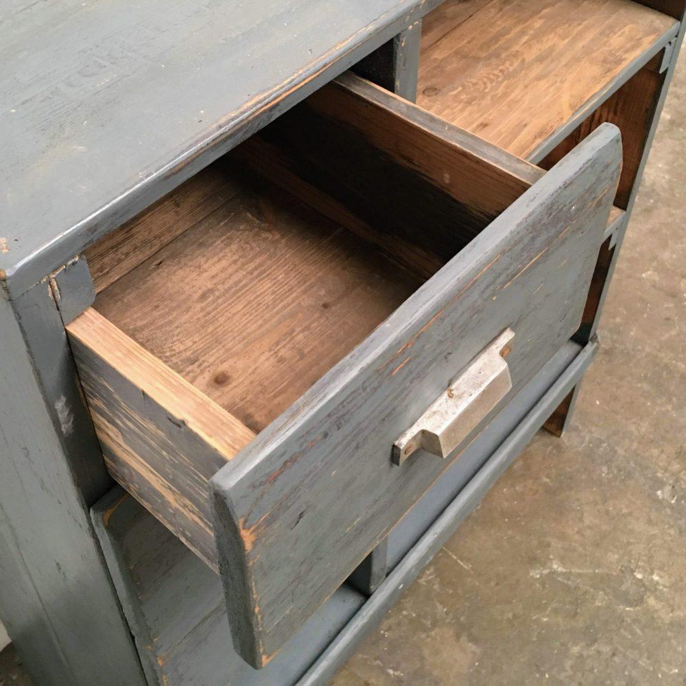 Kast hout grijs