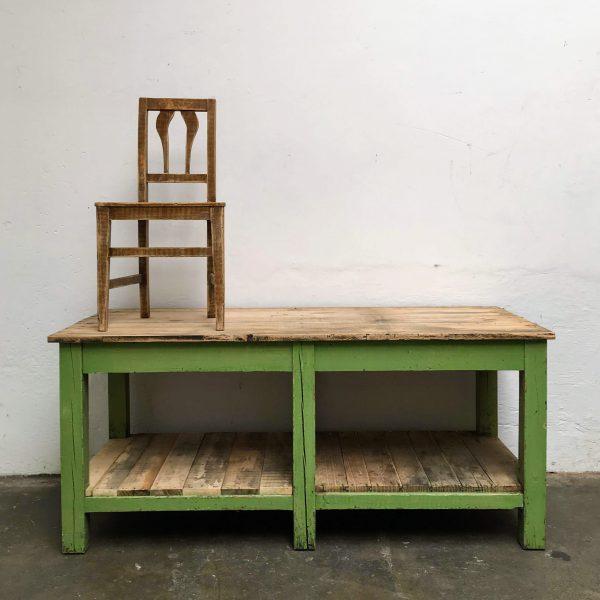 Knal groene industriële werktafel met stoel