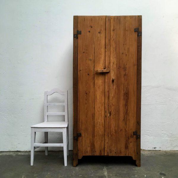 Roemeense houten 2-deurs kast