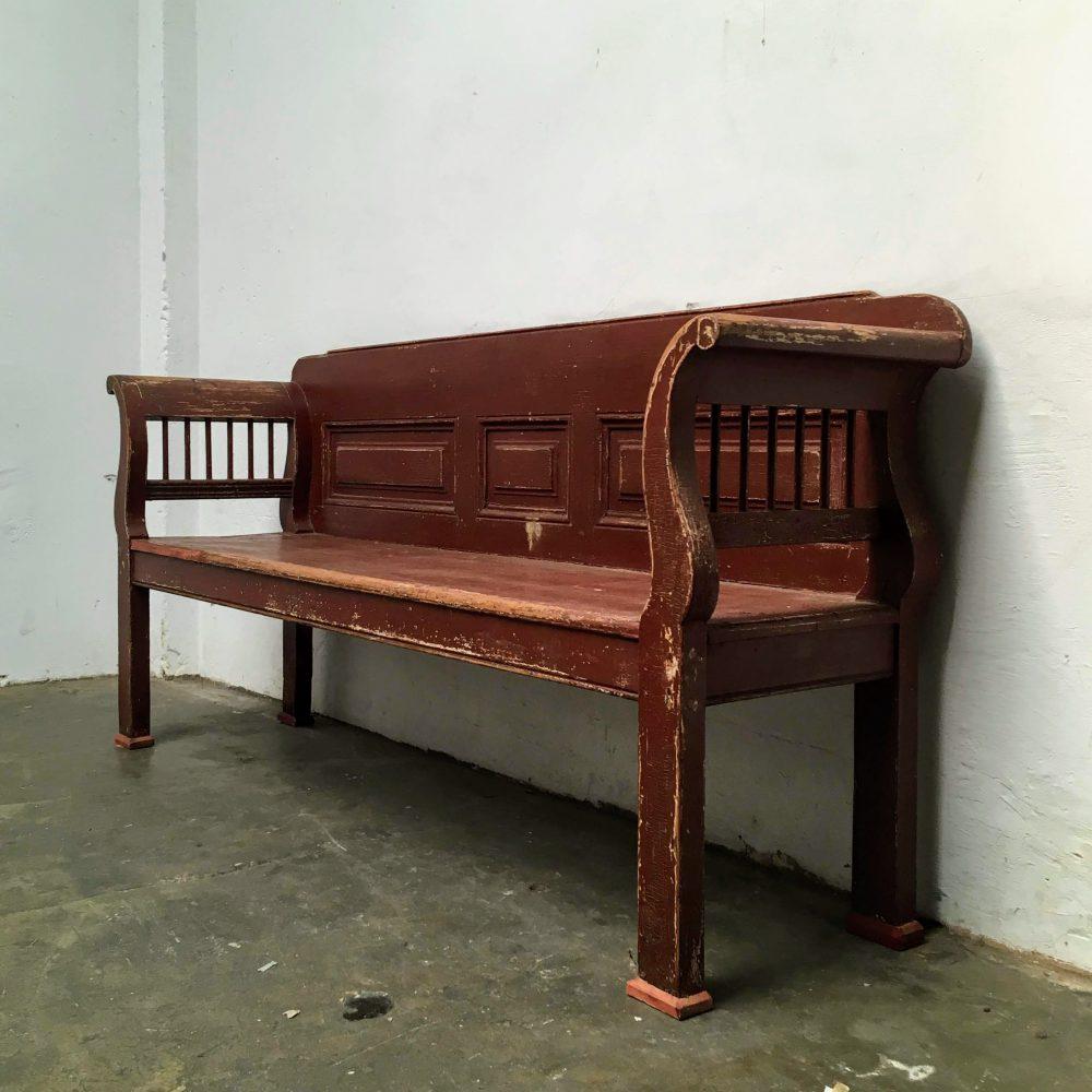 Rood-bruine houten bank