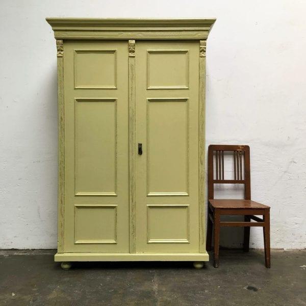 Brocante groen-gele 2-deurs kast