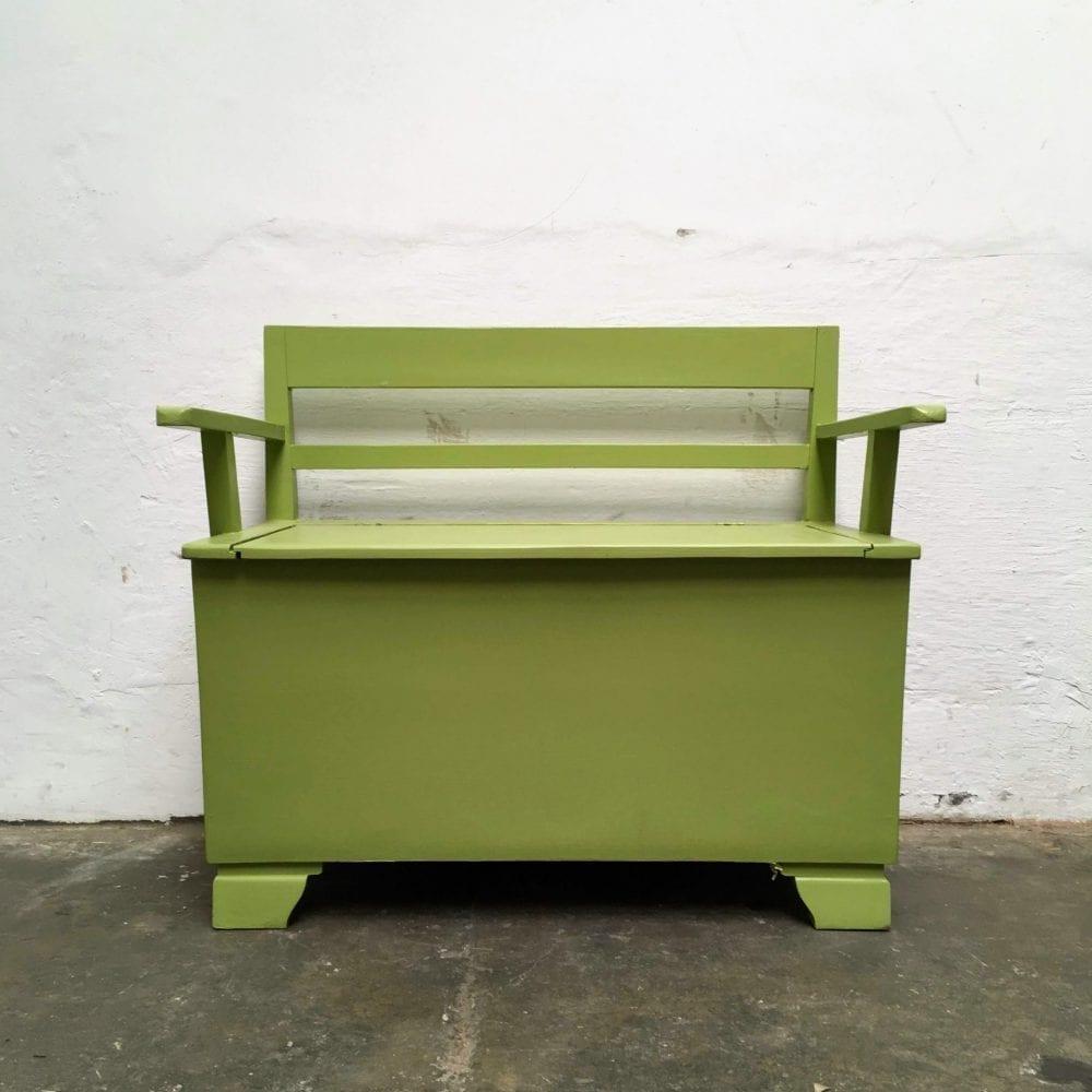Groen houten klepbankje