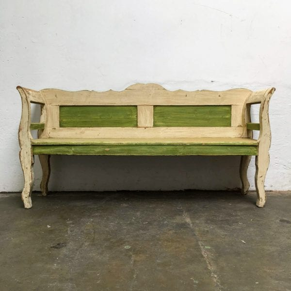 Groen-witte houten bank