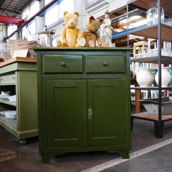 Groene houten onderkast