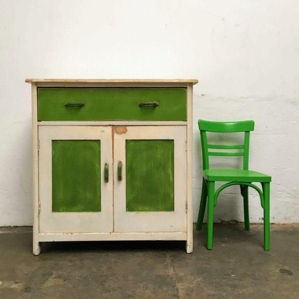 Groene onderkast of commode