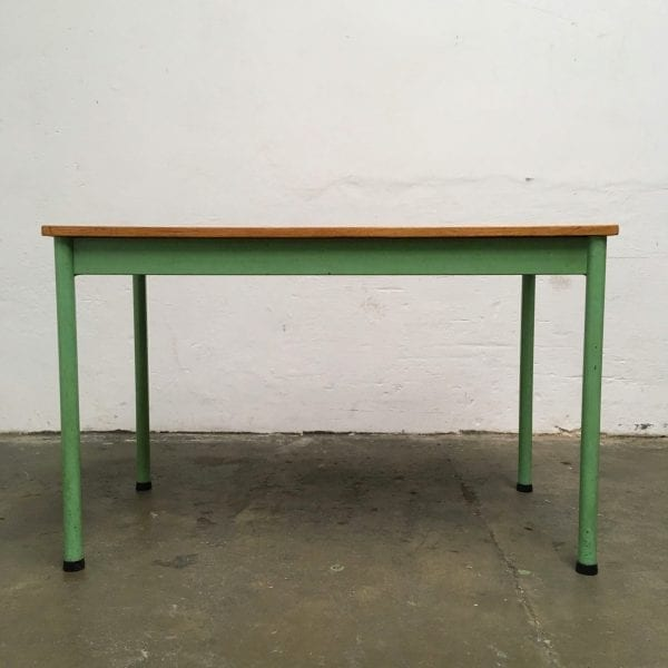 Metalen groene tafel