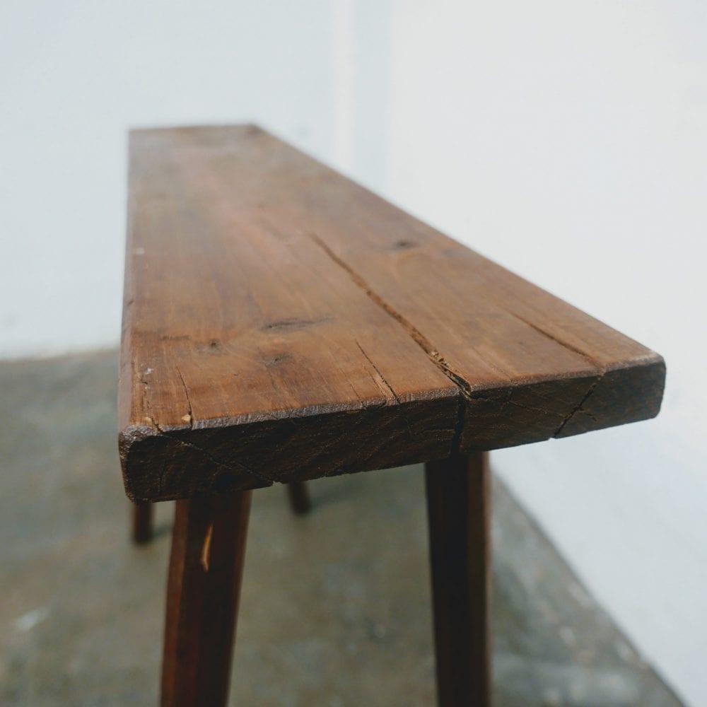 Lange smalle houten tafel