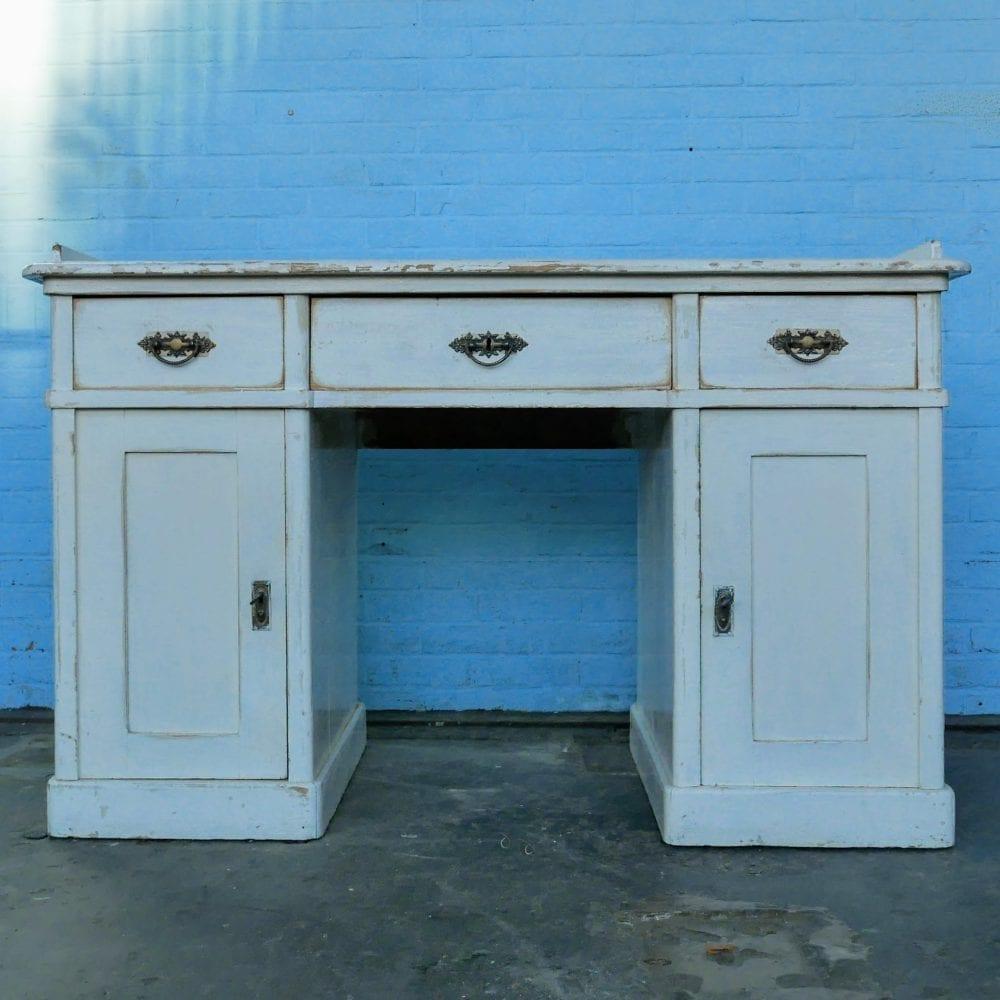 Vintage wit houten bureau