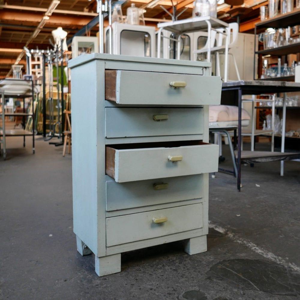 Blauw houten ladekastje