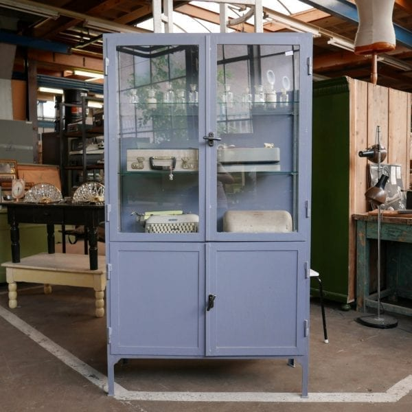 Blauwe metalen apothekerskast