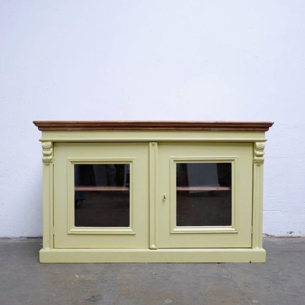 Gele houten vitrinekast toog