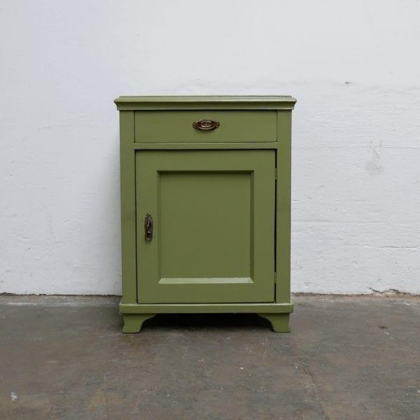 Houten groen kastje