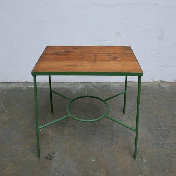Metalen groen tafeltje