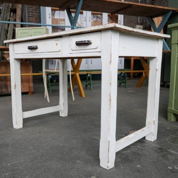 Witte houten werktafel