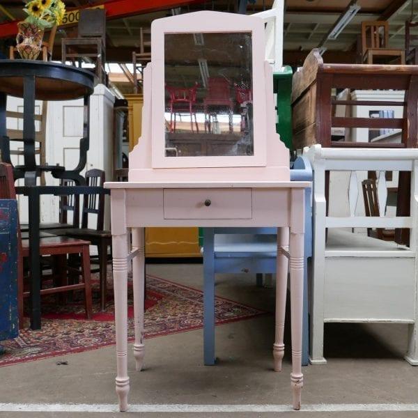 Roze houten kaptafel