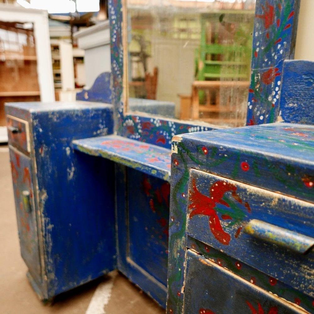 Beschilderde blauwe kaptafel