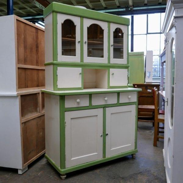 Houten groen-witte buffetkast