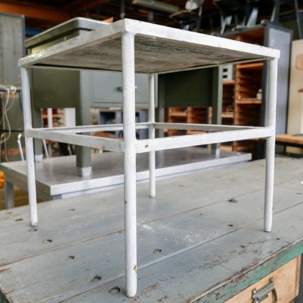 Metalen witte tafel