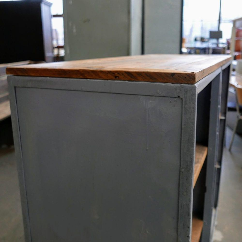 Grijs metalen open kast