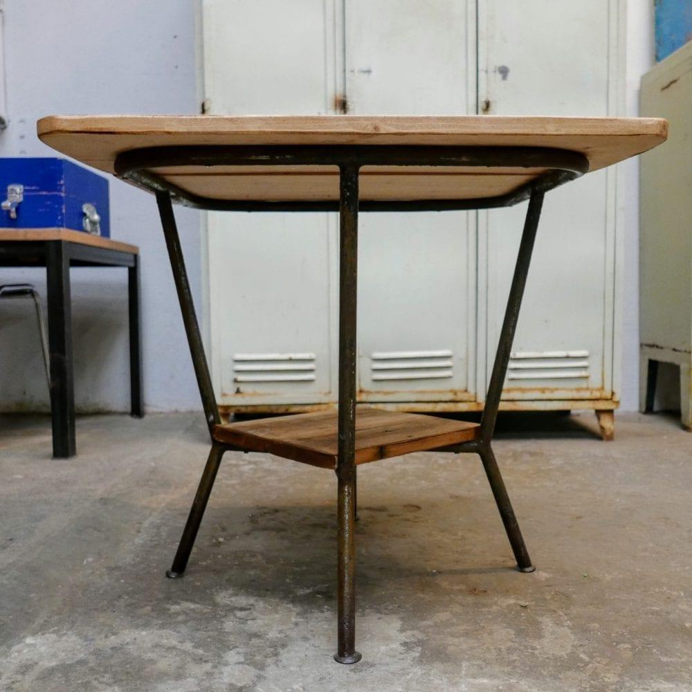 Metalen tafel