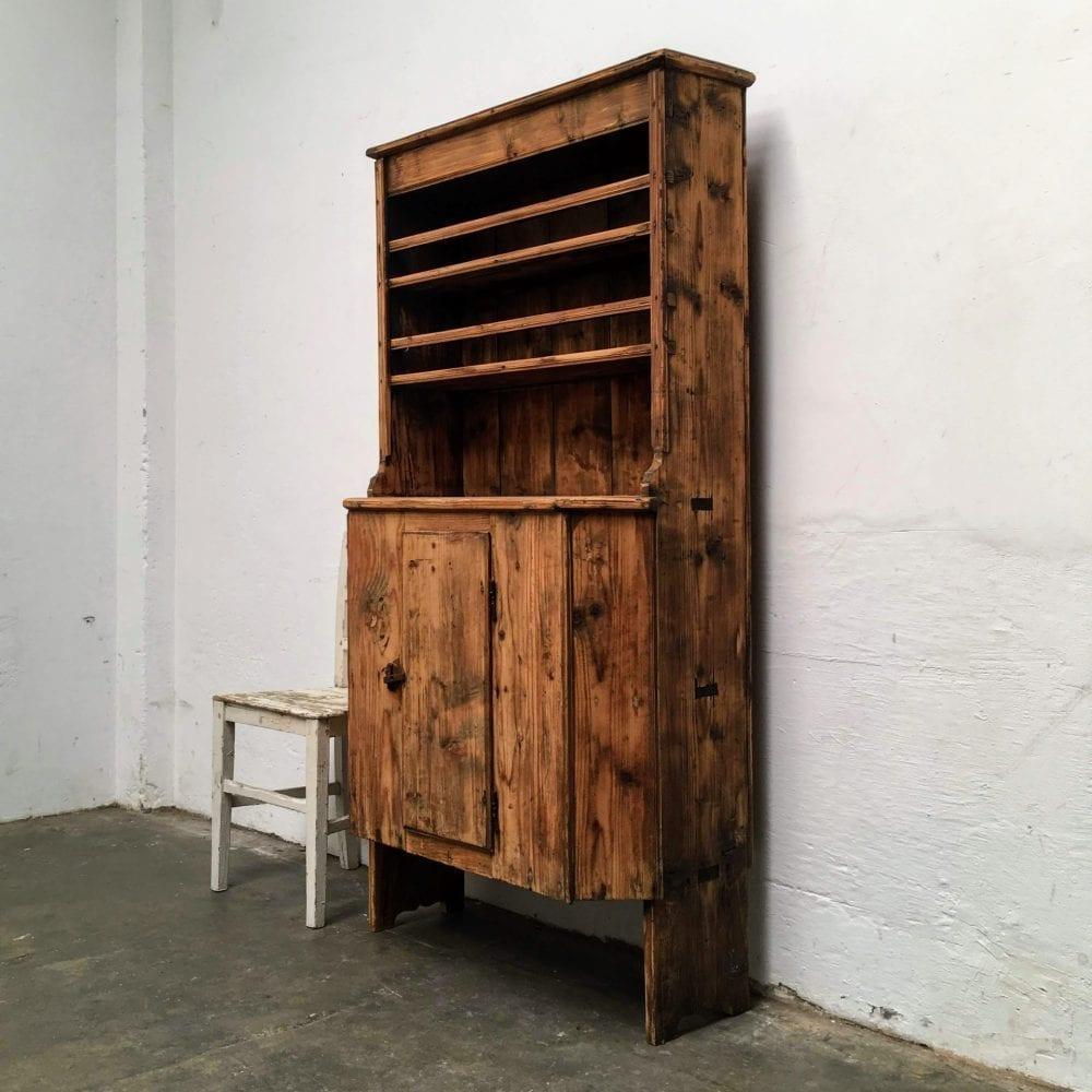 Roemeense houten kast zijkant