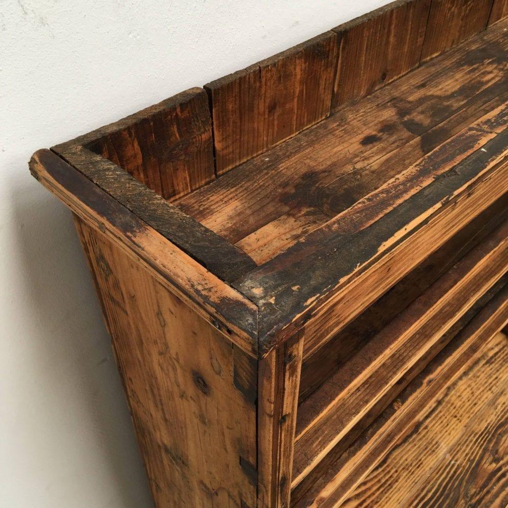 Roemeense houten kast bovenkant