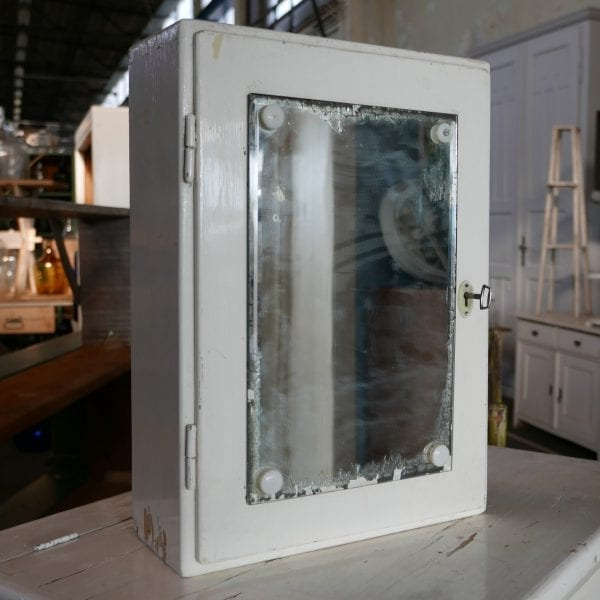 Wit spiegel hangkastje