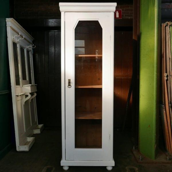 houten witte vitrinekast
