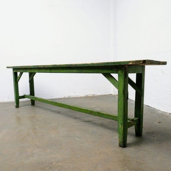 Lange groene houten tafel