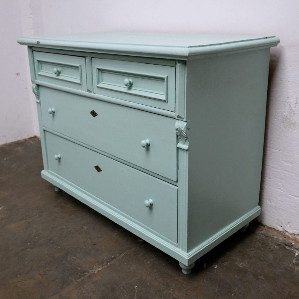 Mint kleurige commode of onderkast