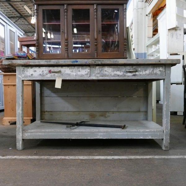 Grijze houten winkeltafel of werktafel