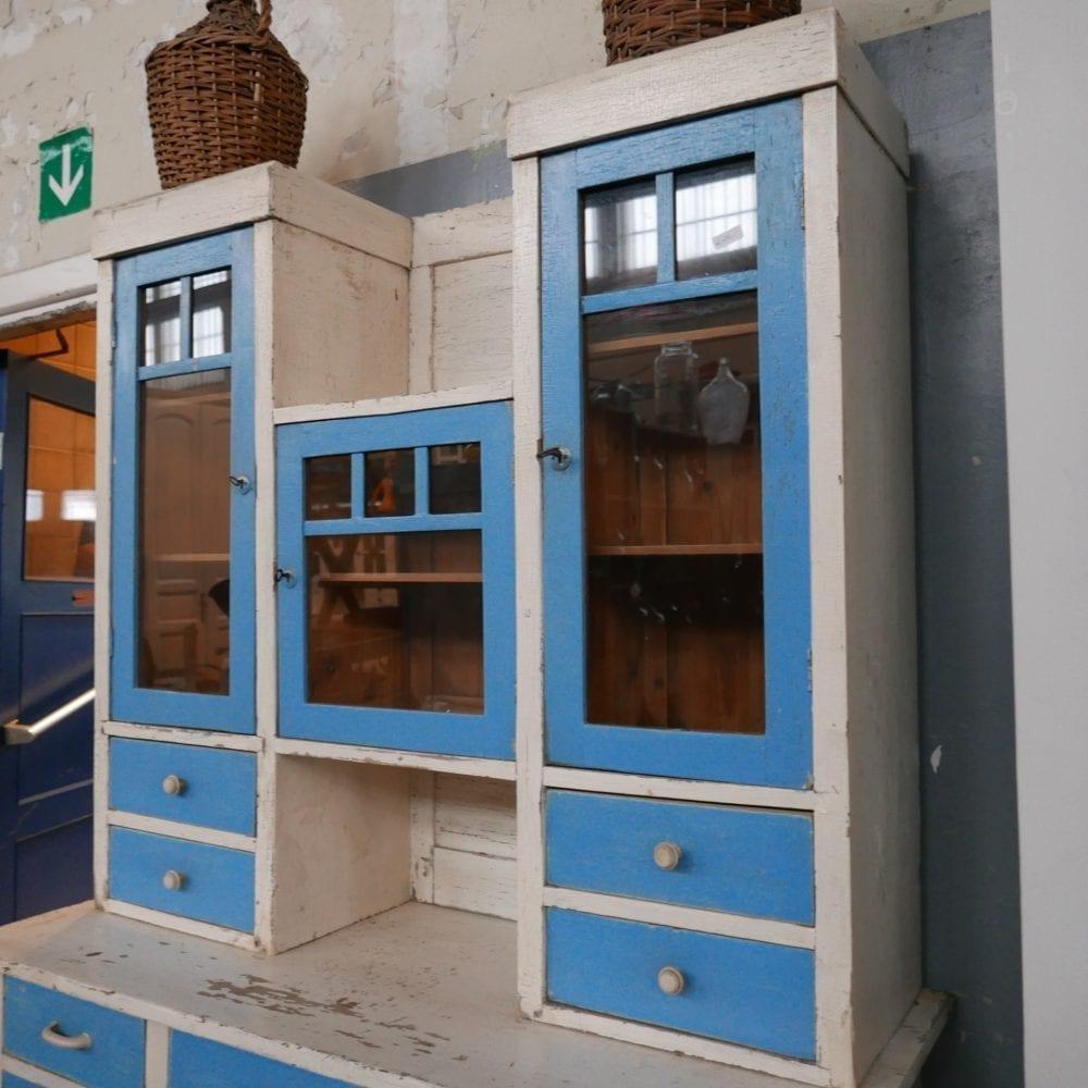 Blauw-witte buffetkast