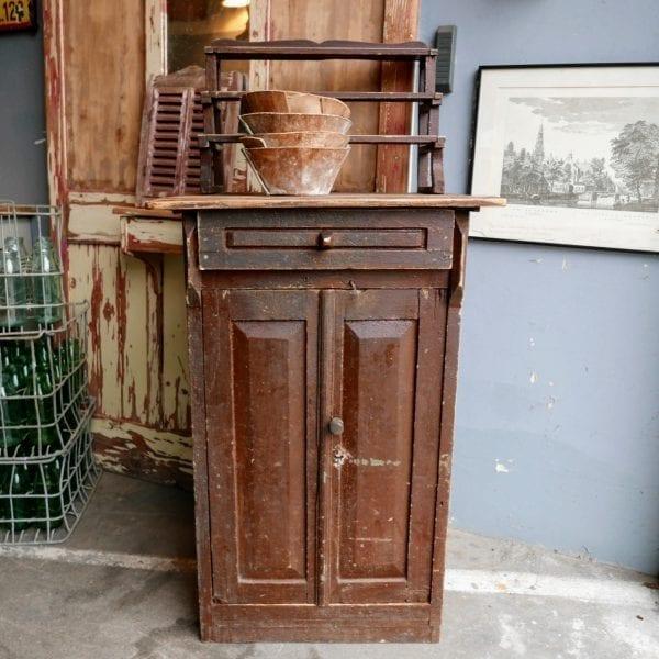 Houten bruine kast