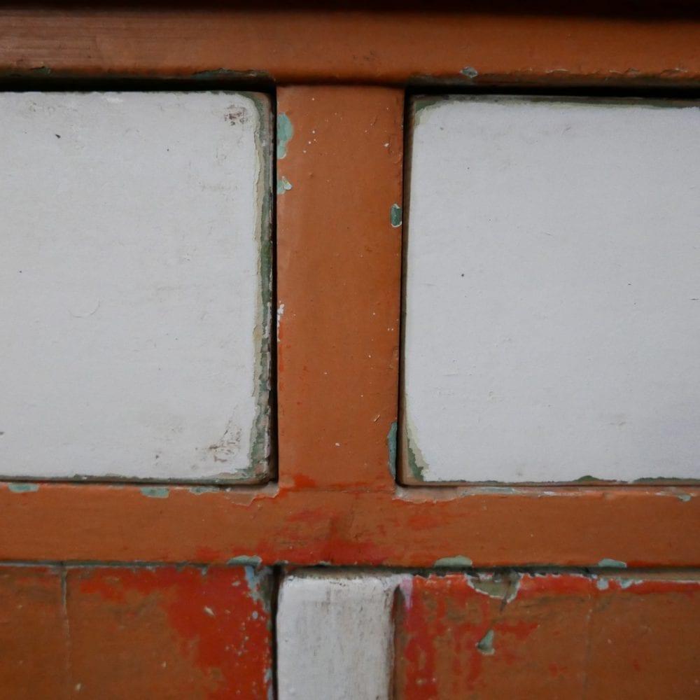 Oranje-witte buffetkast