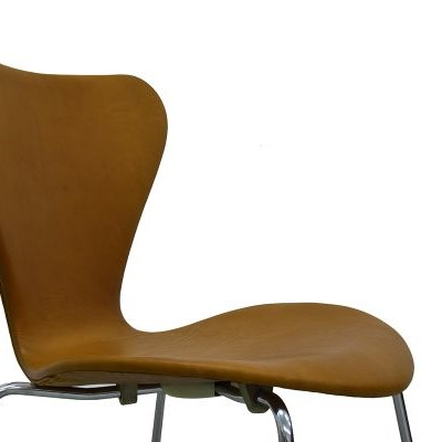 vintage-series-7-chairs-by-arne-jacobsen