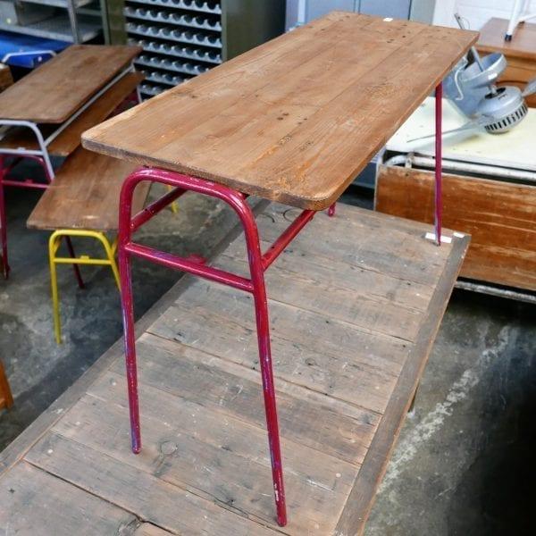 Metalen rood tafeltje