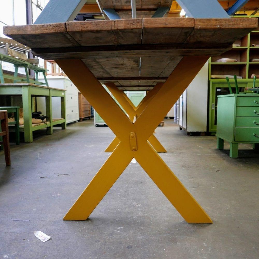 Lange gele tafel