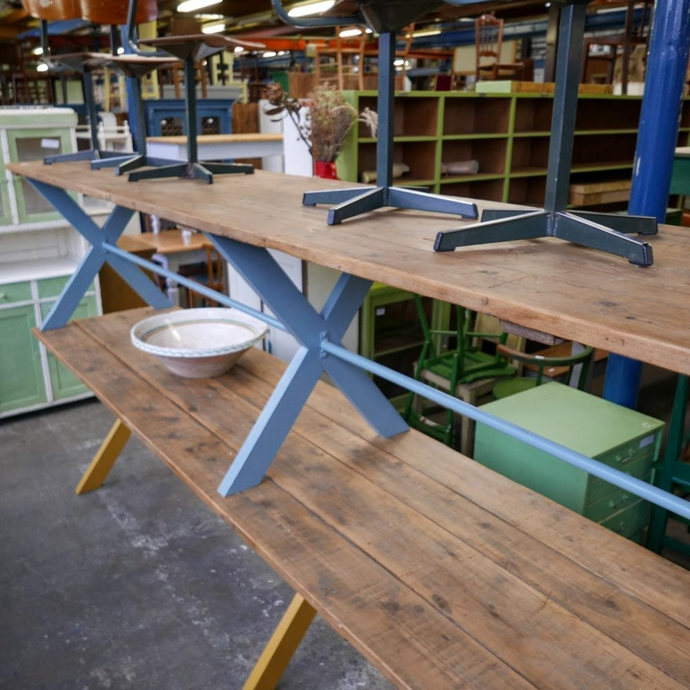 Lange blauwe tafel