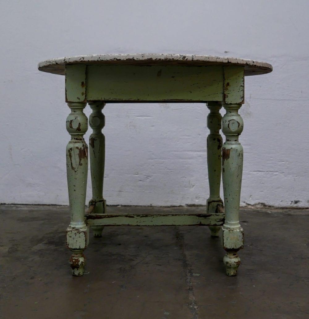 Ronde mint kleurige tafel