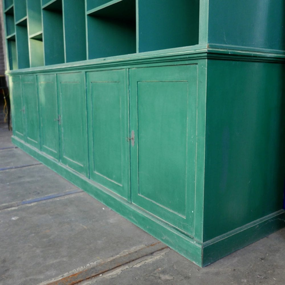 groene houten winkelkast