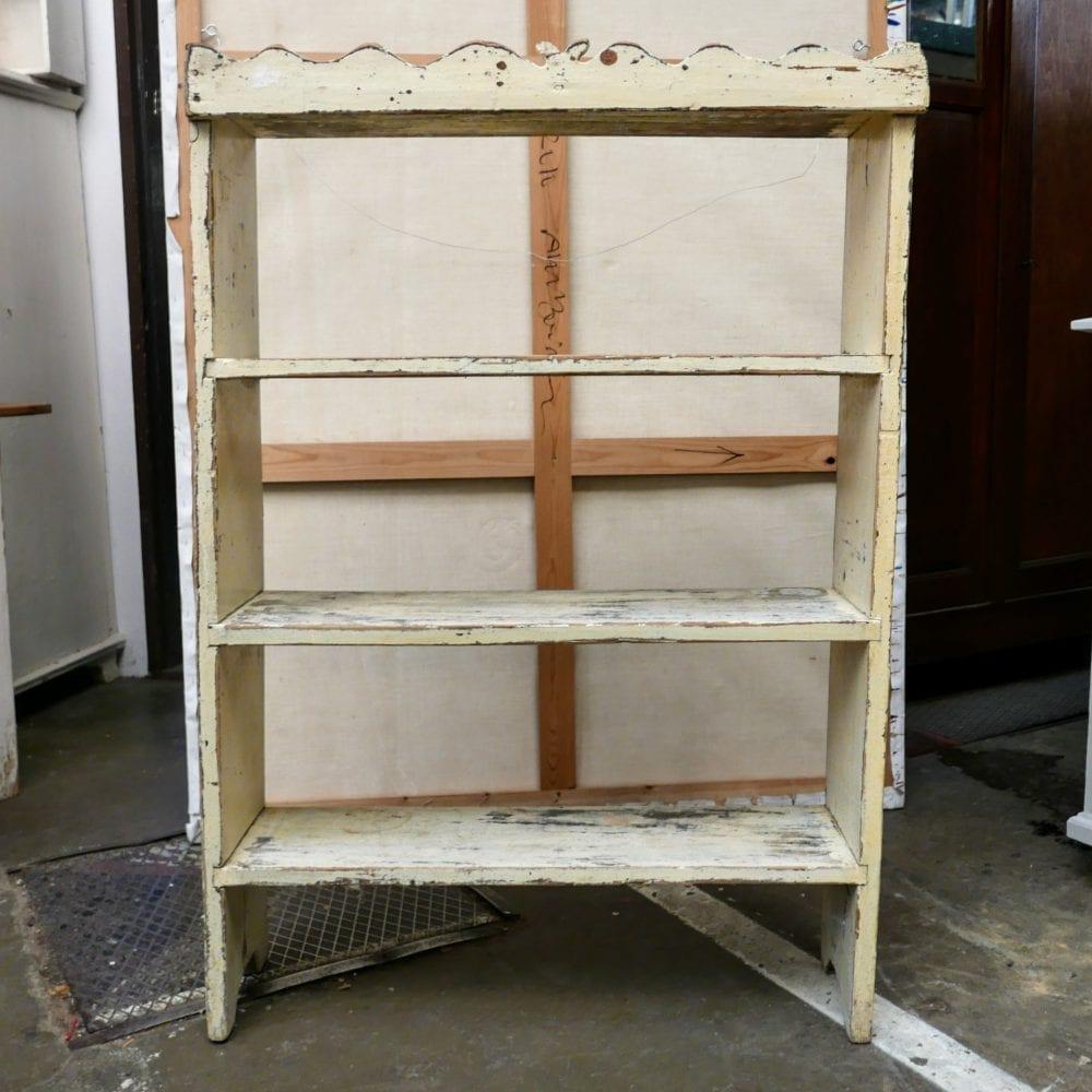 Crème boekenkast