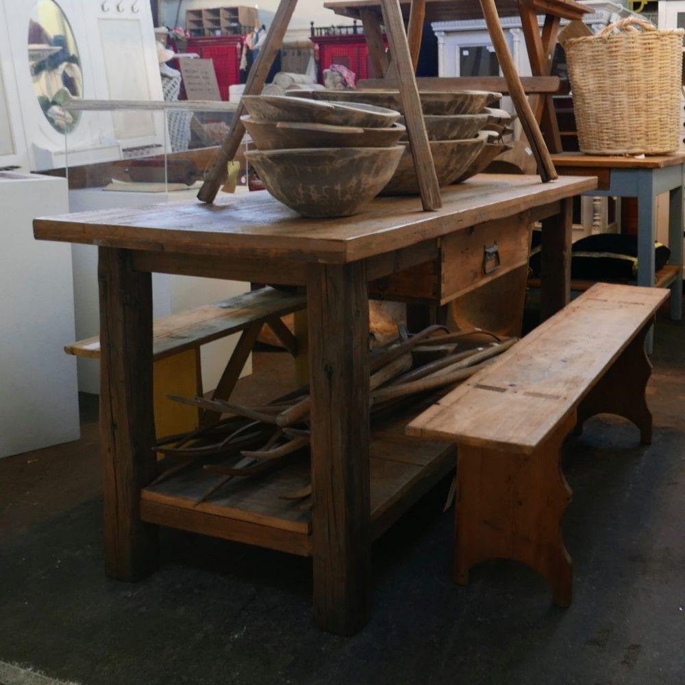 Houten winkeltafel of werktafel