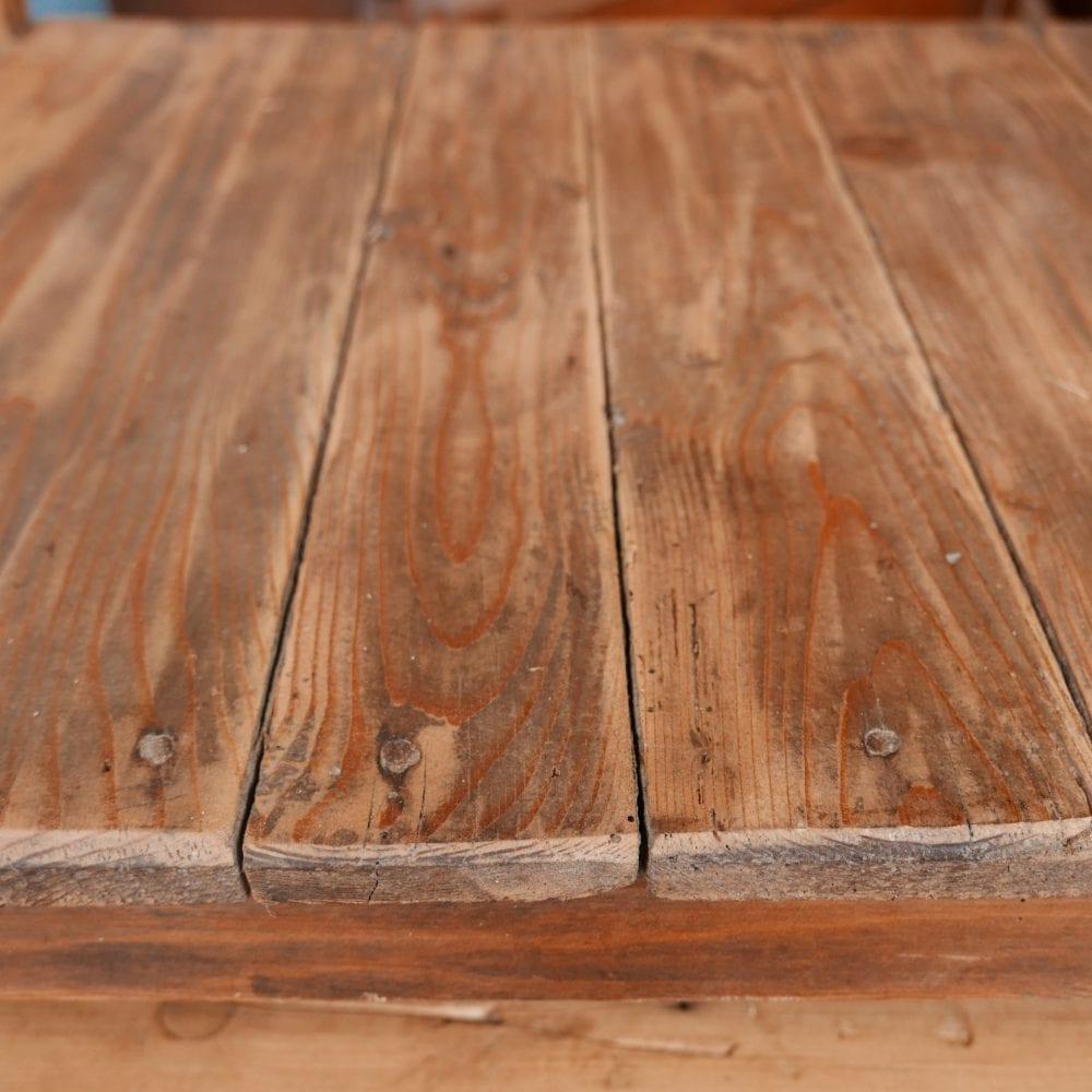 Houten tafel met onderblad
