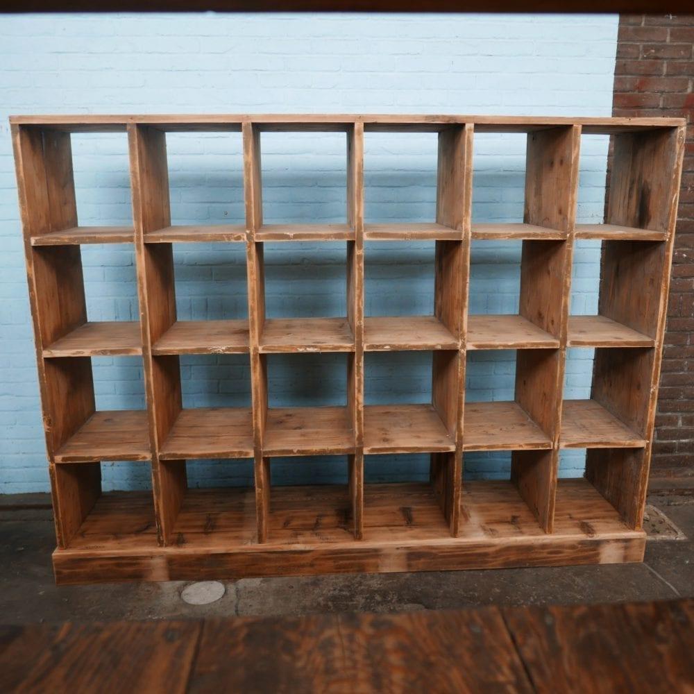 houten vakkenkast