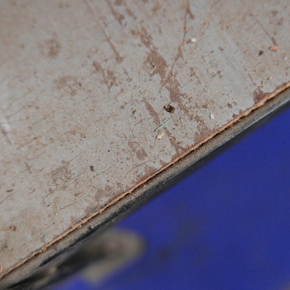 lichtblauwe vitrinekast