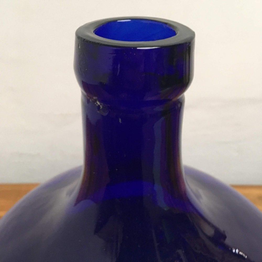 blauwe bolfles