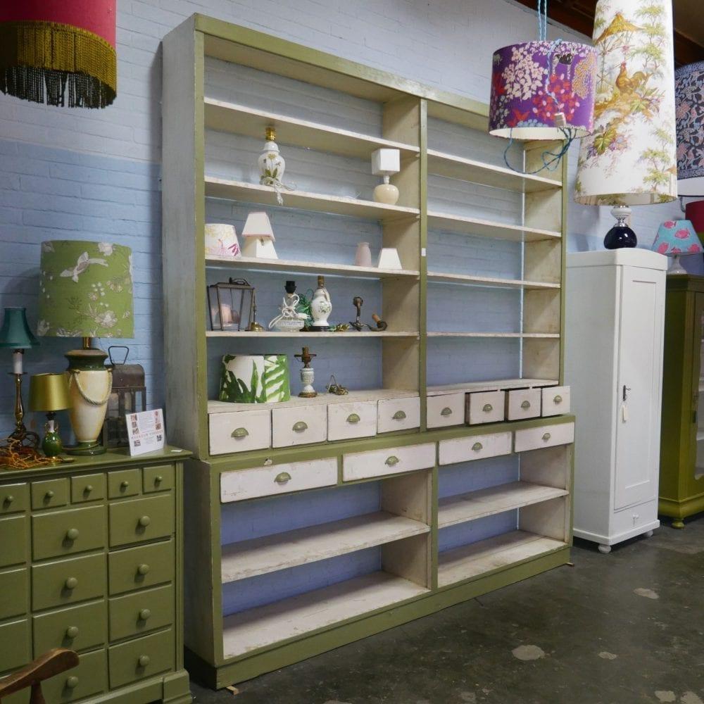 open houten winkelkast