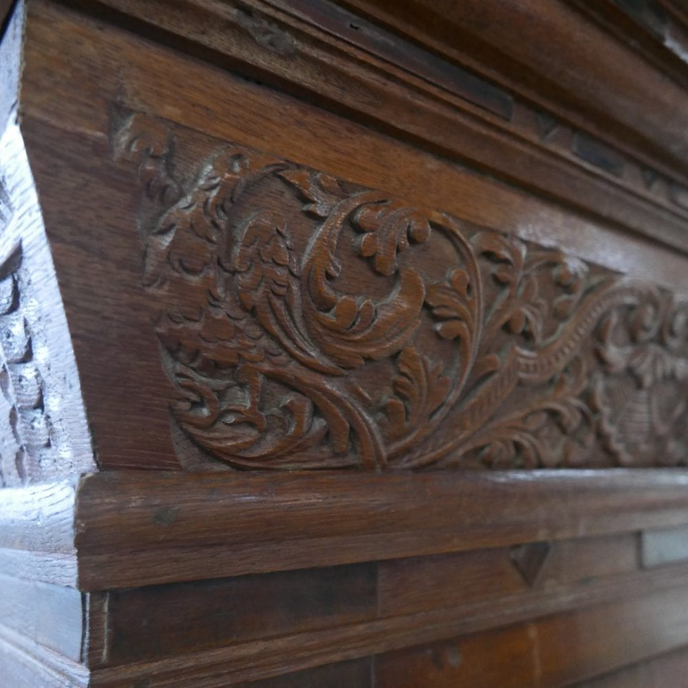 Antieke houten kast