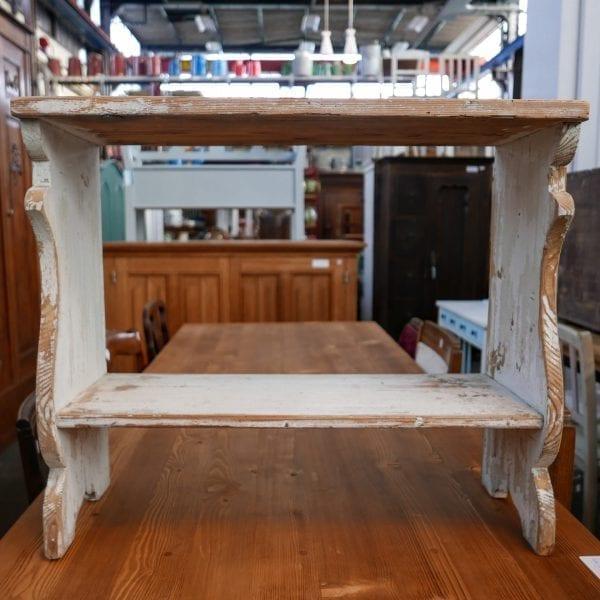 wit houten bankje